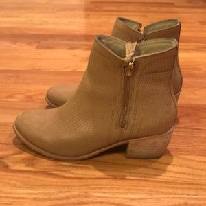 Wolverine Zip Leather Ankle Booties Size 8